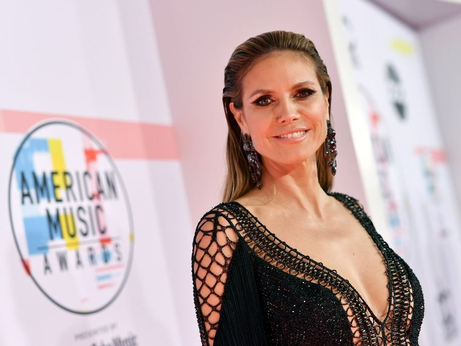 Heidi Klum bares breasts in honeymoon snap